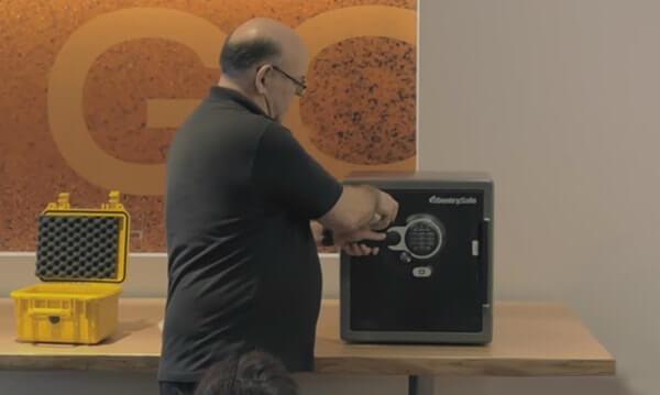kluis-openen-met-magneet-2