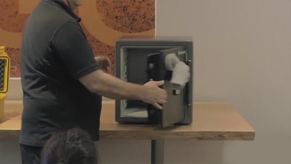 kluis-openen-met-magneet-3